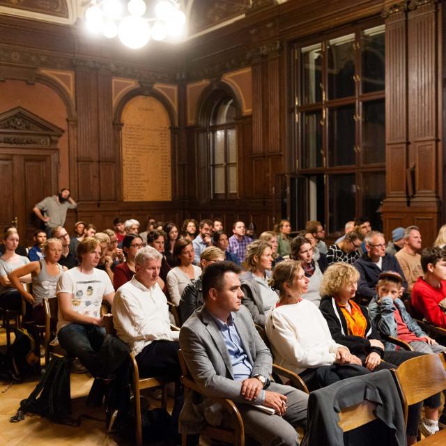 """Filmvorführung und Podiumsdiskussion """"Zeit für Utopien"""""""