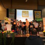 Gewinner übernimmt Preis auf Bühne bei der Verleihung der BIO GASTRO TROPHY 2018