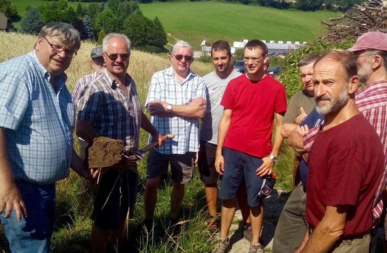 Gruppenfoto Feldbegehung zum Thema Bodenfruchtbarkeit