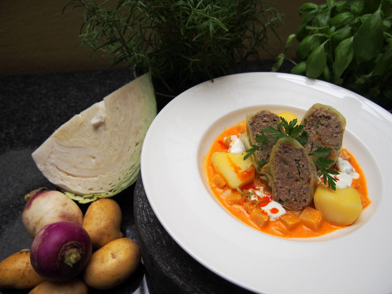 Krautroulade gefüllt mit Rindfleisch und Kartoffeln